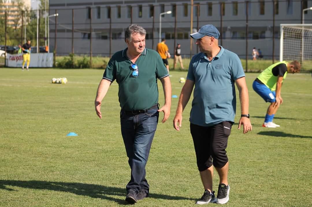 Vasile Tîrșolea și Mihai Ionescu, patronul, respectiv fostul antrenor al echipei Mostiștea Ulmu.